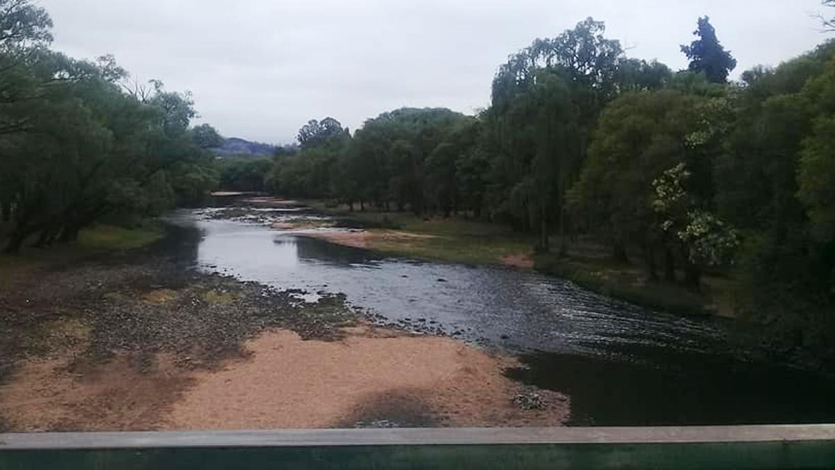 Los ríos serranos se tiñeron de negro