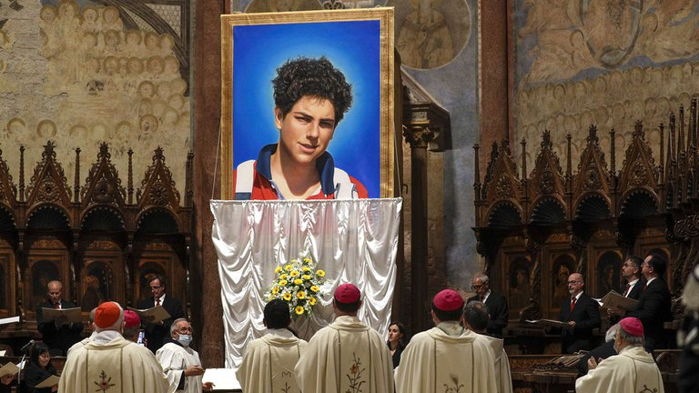 El Vaticano beatificó a Carlo Acutis, el adolescente que anticipó su muerte en un video