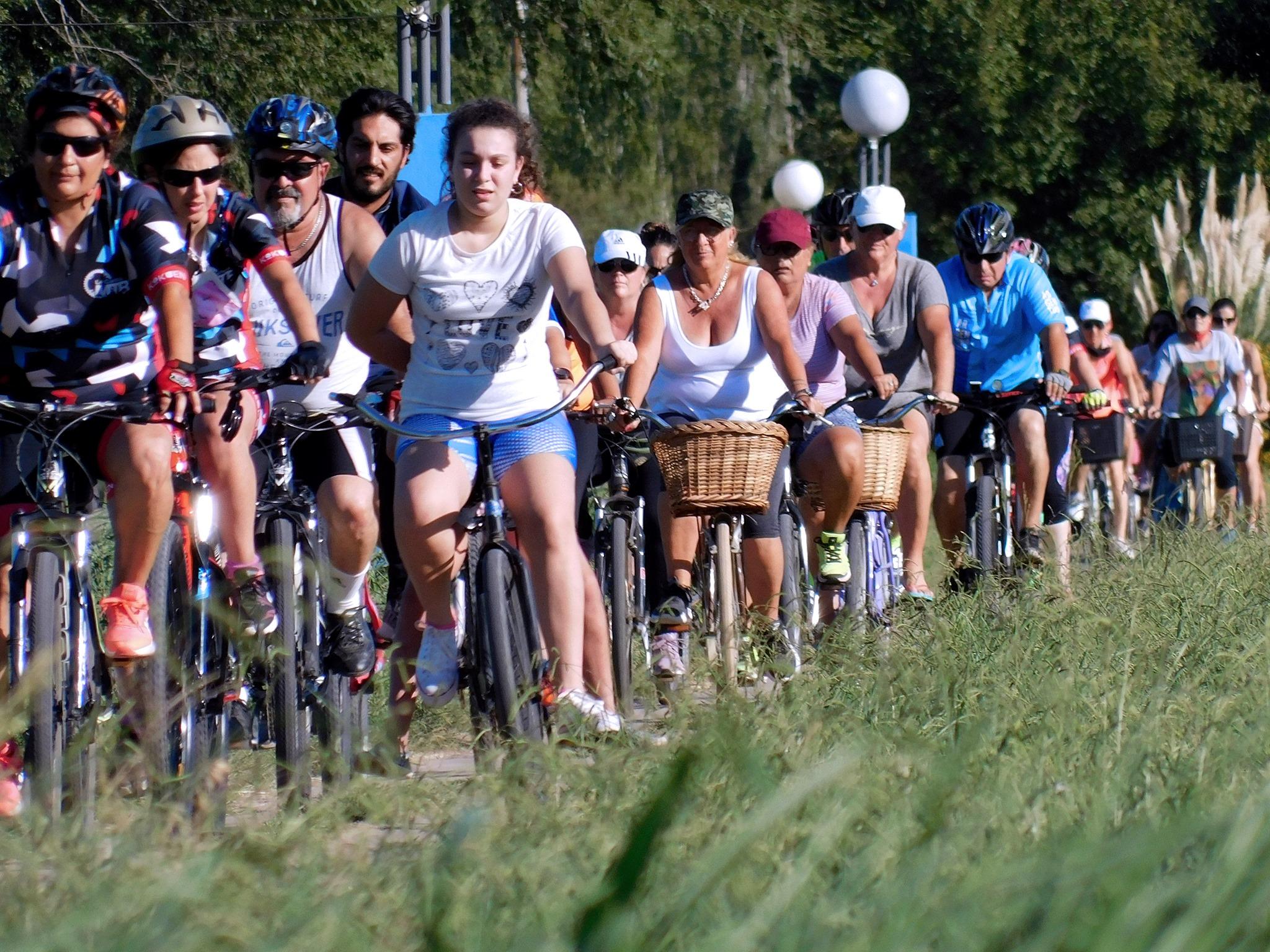 'Bicicleteando en Familia' dio inicio a las actividades locales por el Día Internacional de la Mujer