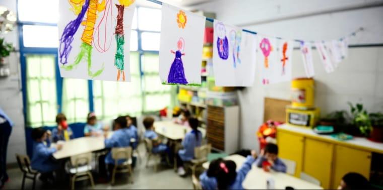 Más de 40 niños esperan por un banco para sala de cuatro años en La Carlota