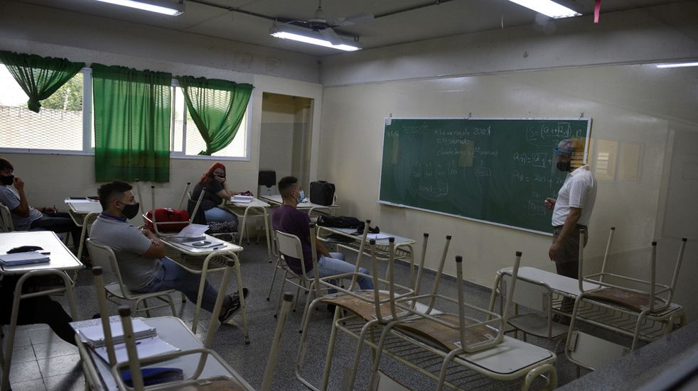 Diferencias: UEPC anunció suspensiones temporales de las clases presenciales en el interior, en tanto que el gobierno lo relativiza