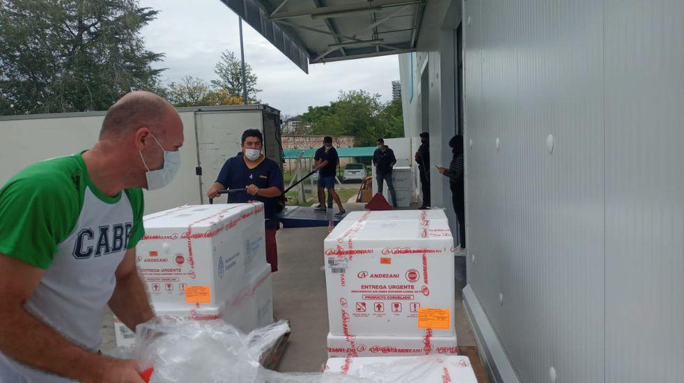 Córdoba recibió nuevas dosis de la vacuna Sputnik V, y desde el lunes 17 se aplican en el interior de la provincia