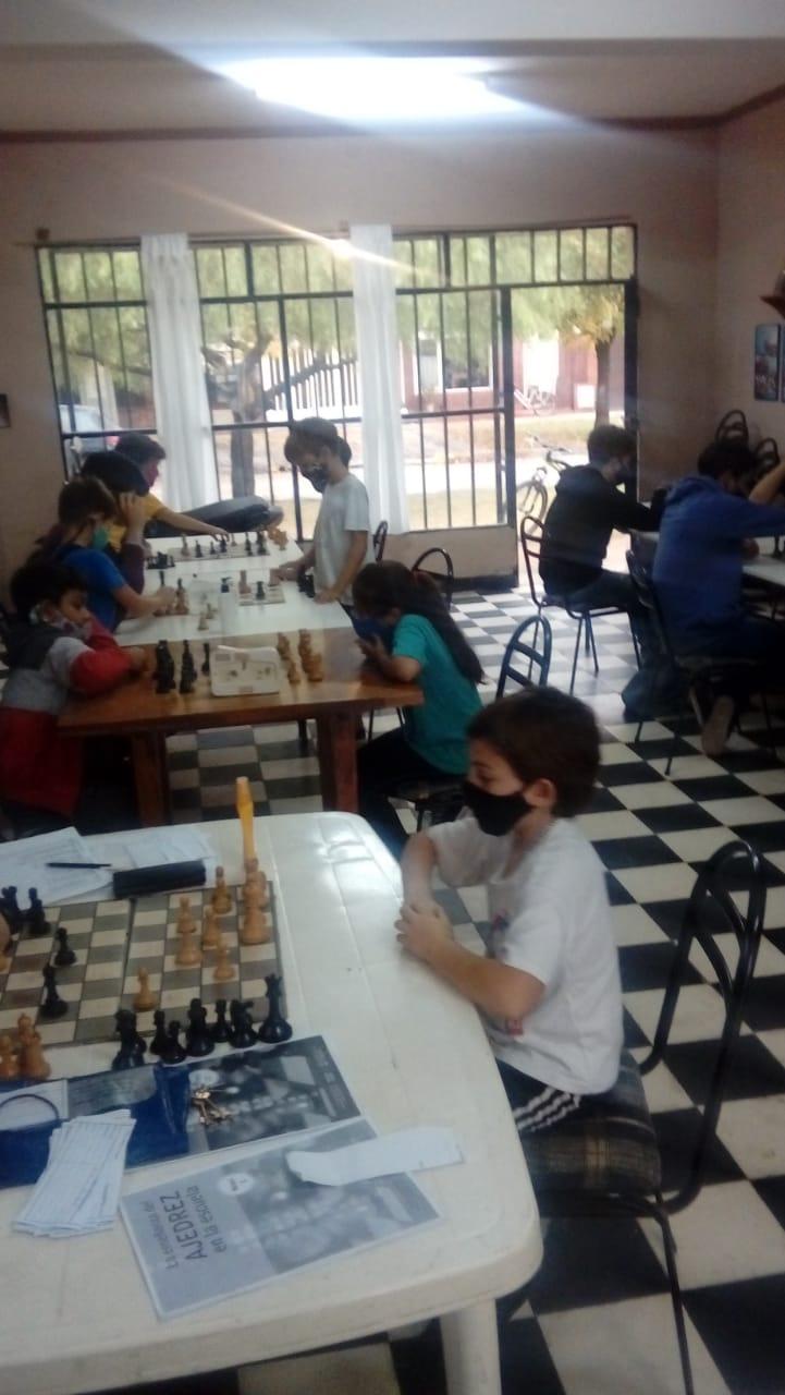 La Carlota: Se desarrolló el primer Torneo de Vecinales 2021 de la Escuela Municipal de Ajedrez