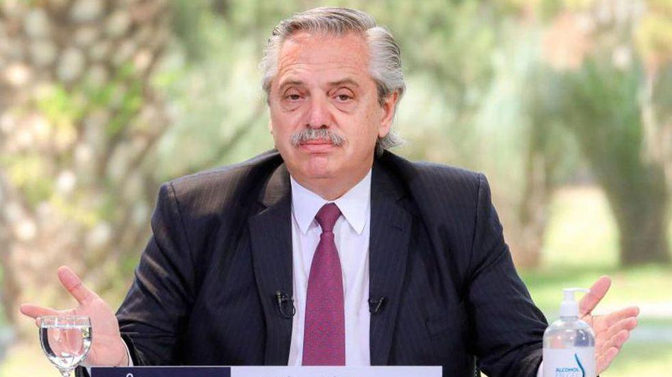 Alberto Fernández inicia una gira europea para conseguir apoyo político, y se reunirá con el Papa