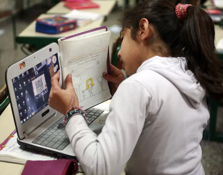 Nación lanza la entrega de 633 mil netbooks para estudiantes de todo el país