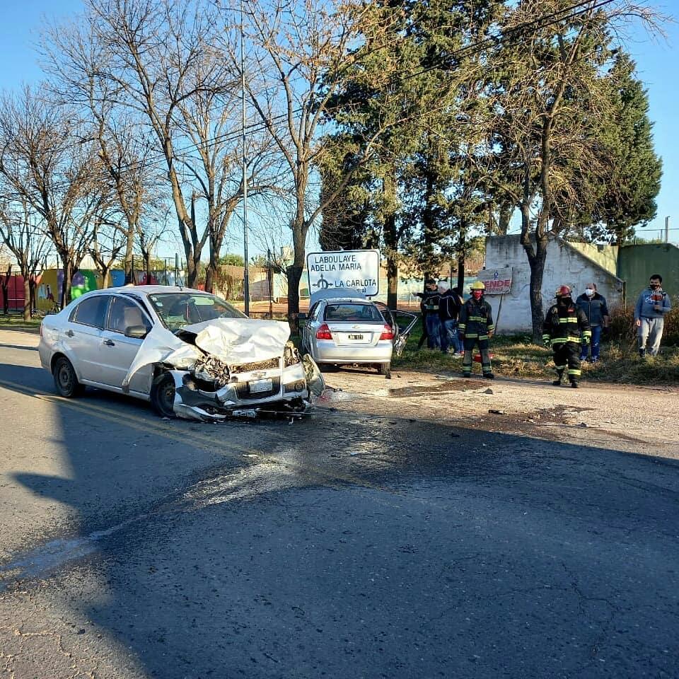 La Carlota: Heridos tras chocar dos autos en la zona del 'Mástil del Bicentenario'