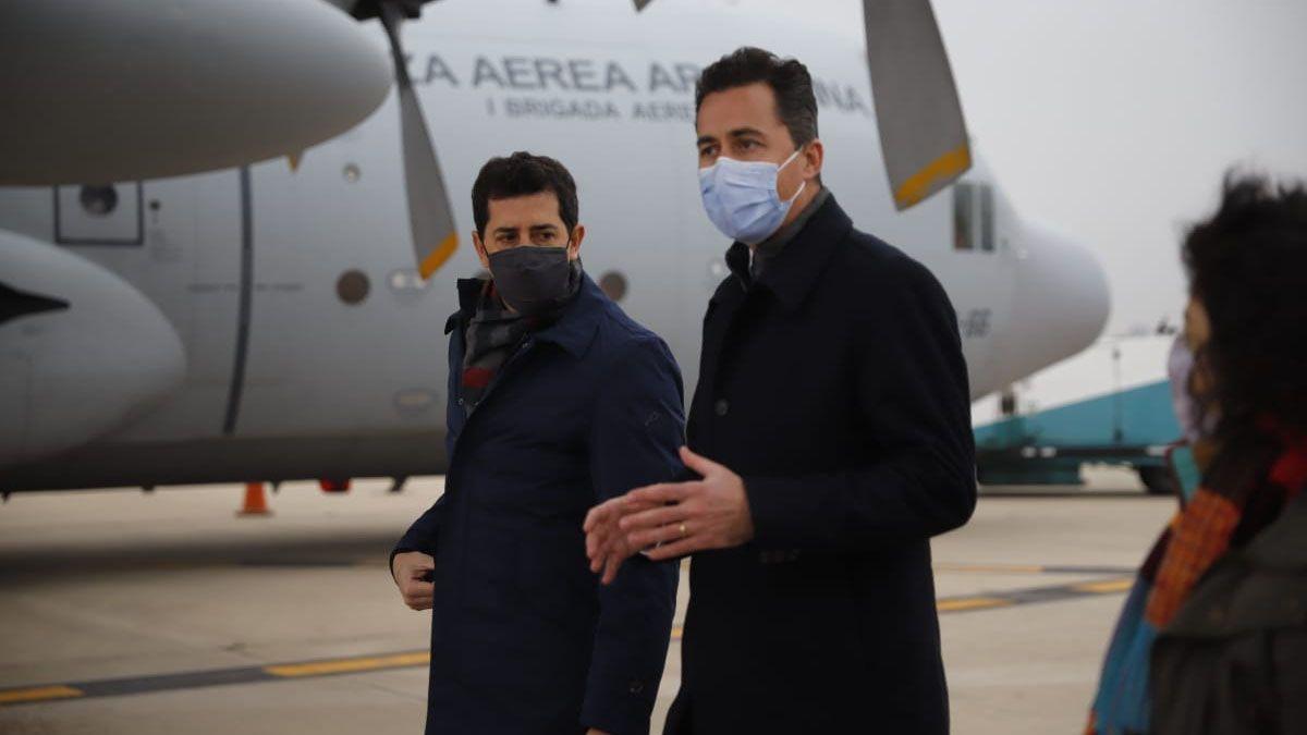 De Pedro y Vizzotti entregaron en Córdoba respiradores y vacunas