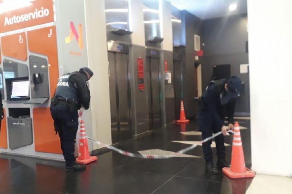 Río Cuarto: Subieron 9 jóvenes en un ascensor para 4 y se desplomó