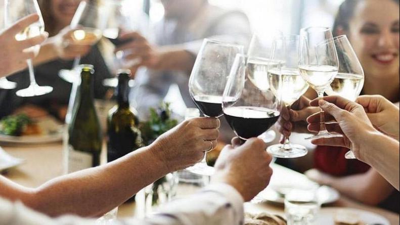 Desde el lunes se habilitan las reuniones familiares hasta 10 personas en Córdoba