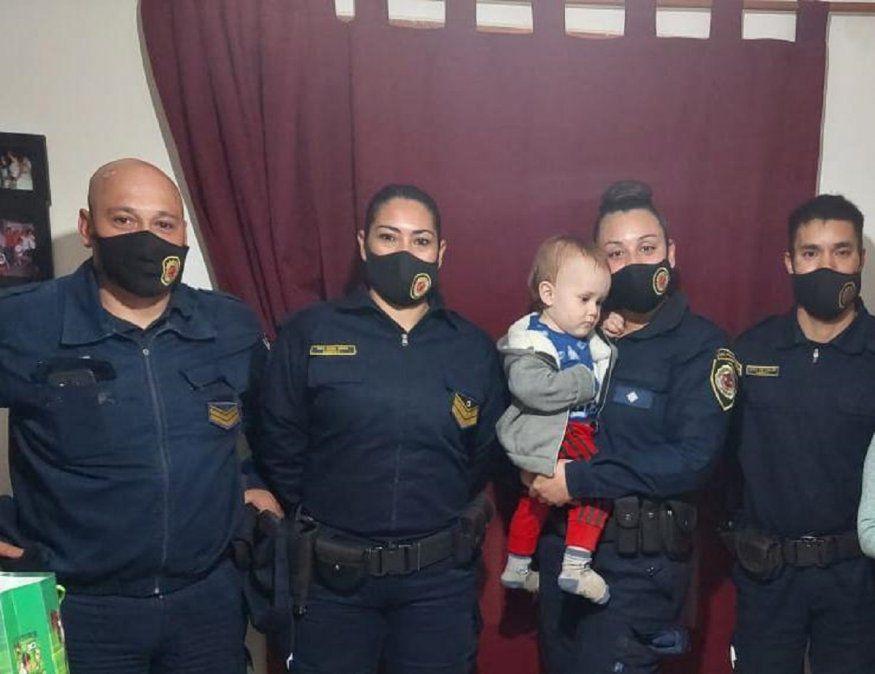 Villa María: Policías salvaron de morir ahogado a un bebé